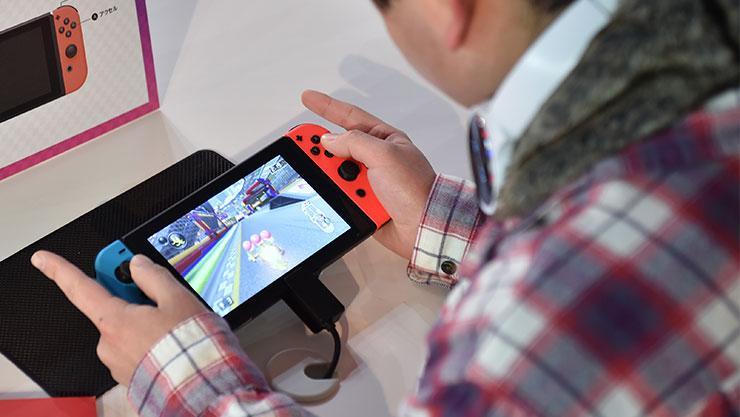 Offizielles Unboxing - Nintendo packt die Switch aus